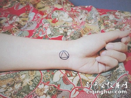 好看的手腕纹身圆形图案大全