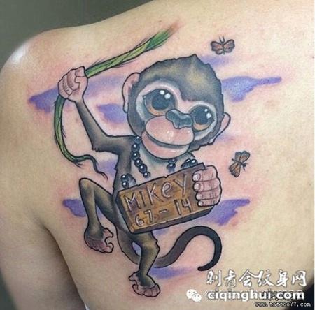 肩部可爱的猴子纹身图案