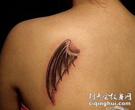 背部堕落天使小翅膀纹身图片图案