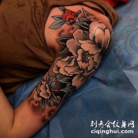 等一朵花开,大臂好看的牡丹花彩绘纹身