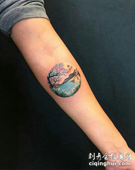 圆中的小世界,手臂个性风景彩绘纹身