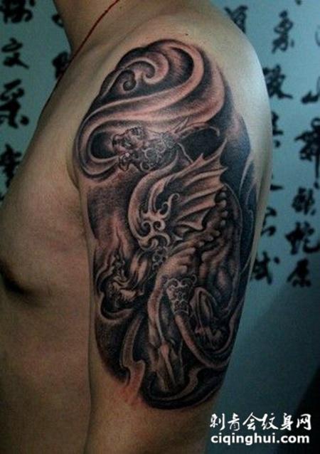 男性大臂独角貔貅纹身图案作品