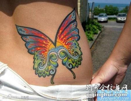 美女腰部彩色蝴蝶翅膀纹身图案