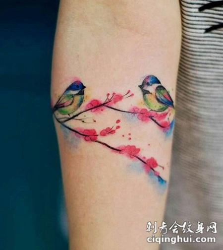 在天愿作比翼鸟 在地愿为连理枝,手臂梅花纹身(图片:)