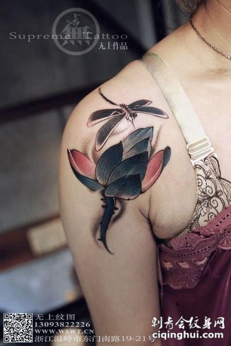 大臂蜻蜓荷花遮盖纹身作品图案