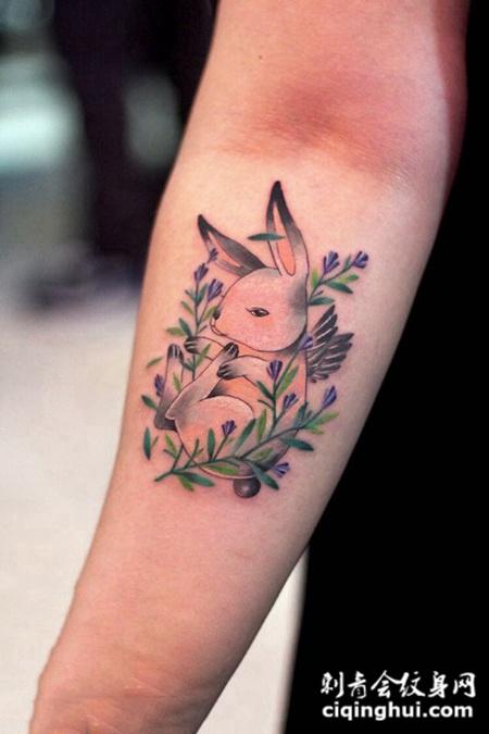 可爱小生灵,手臂小兔子创意彩绘纹身