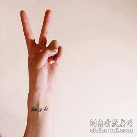 简单的手腕英文纹身图片图片
