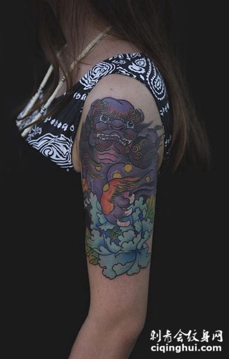 孤芳自赏,手臂唐狮子牡丹彩绘纹身图片