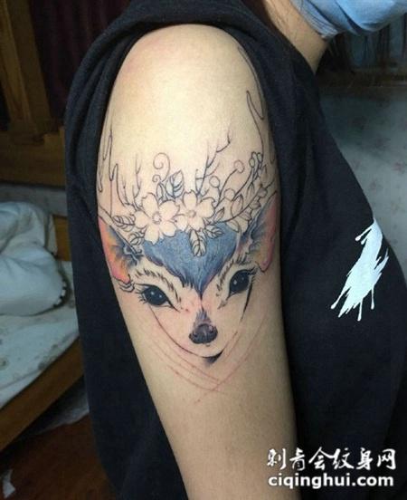 可爱小羊个性手臂纹身