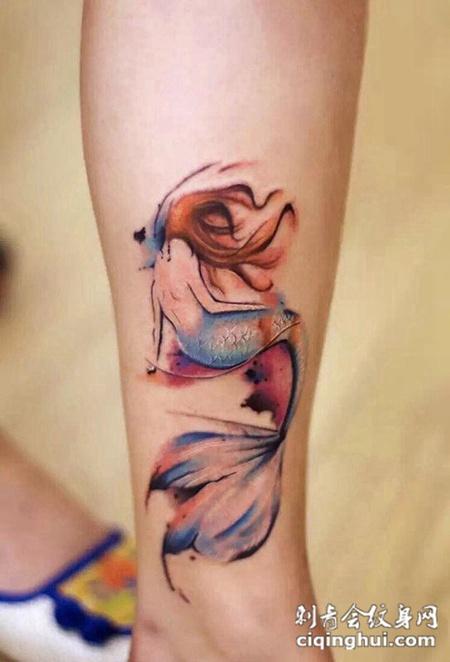 美人鱼的凄美背影,腿部炫彩纹身