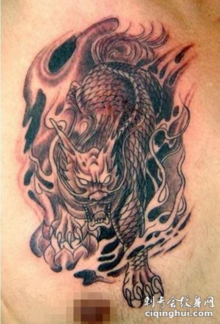 男生胸部麒麟个性纹身
