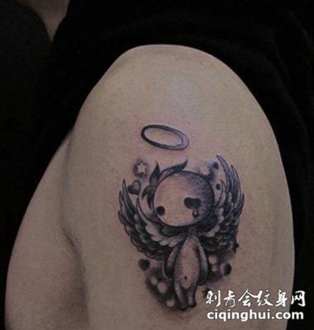 手臂小天使个性纹身图案