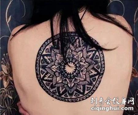 简约个性圆形图腾纹身图片