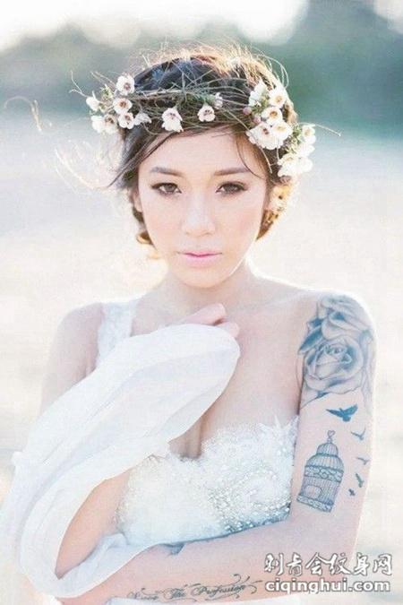 女生钟爱的彩色唯美手臂纹身