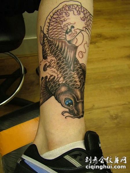 鲤鱼小腿纹身图片图案素材