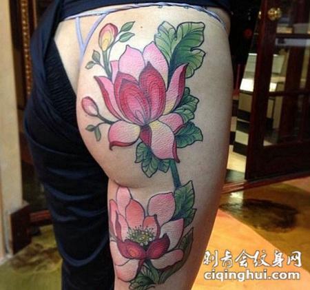 女性臀腿部漂亮的莲花纹身图案图片