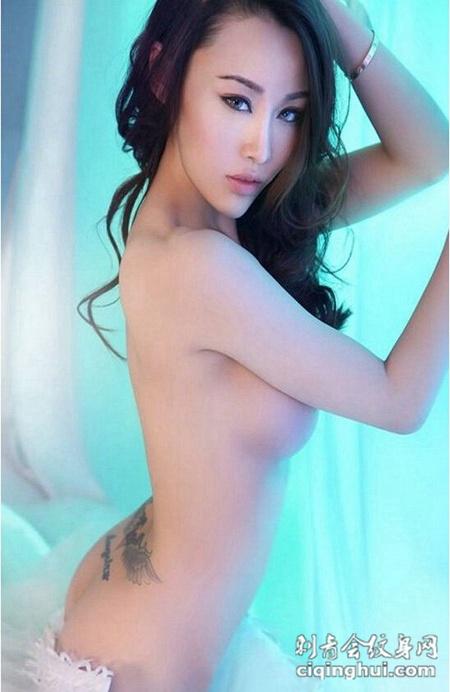 性感美女臀部个性纹身图片