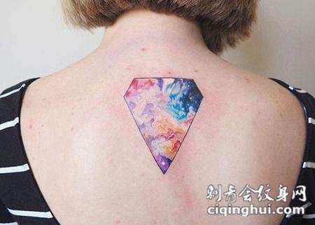 女生背部星空钻石纹身图案