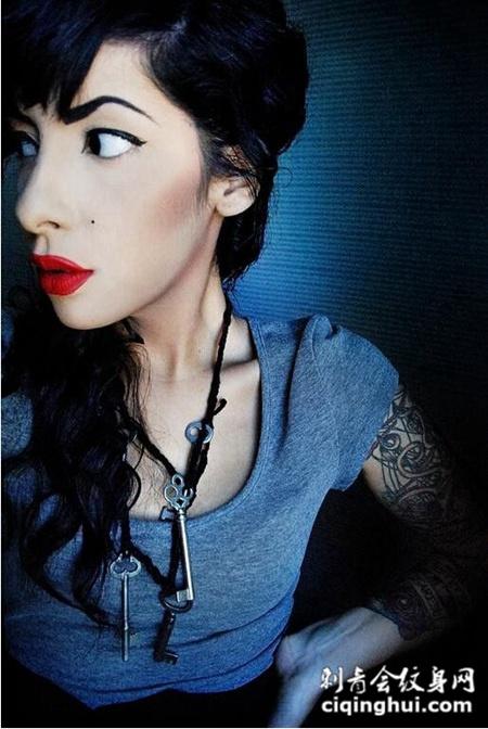 红唇欧美美女时尚纹身图片