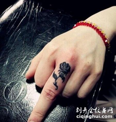 简单可爱的手指纹身图案