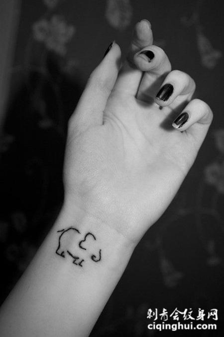 手腕可爱萌小象图腾纹身图片