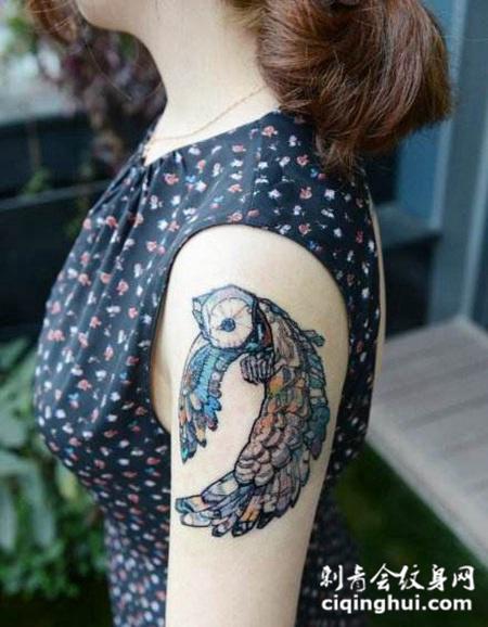 女士大臂猫头鹰纹身图案