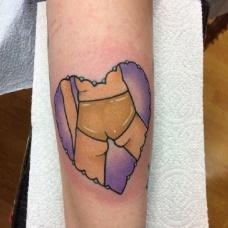 欧美风搞笑的心形纹身图案