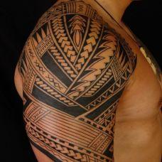 男生力量图腾纹身图片素材