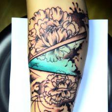 小腿好看的康乃馨纹身图案