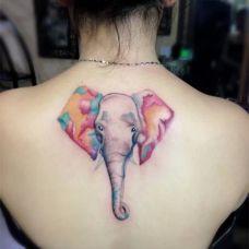 背部的女生纹身图案大全