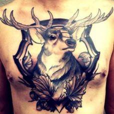 胸部纹身图案男生图片