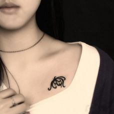 纹身锁骨女小图案精选图集