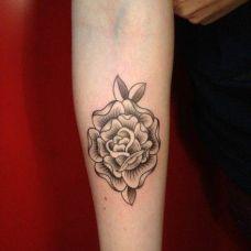 个性的小图形手部纹身图案