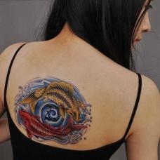 彩色鲤鱼遮盖伤疤纹身