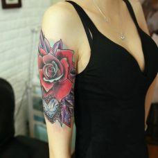 女生纹身胳膊花图片