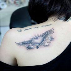 翅膀纹身图案女生图片