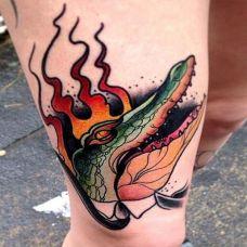 腿部霸气鳄鱼纹身图案