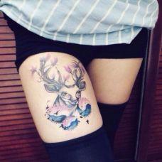腿部彩色泼墨羚羊纹身图