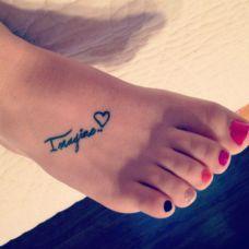 女生脚部纹身图片精选素材
