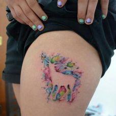 腿部彩色个性泼墨羚羊纹身图案
