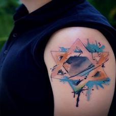手臂彩色泼墨六芒星刺青图案