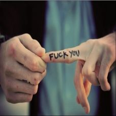 男生手指英文FUCK YOU纹身图案