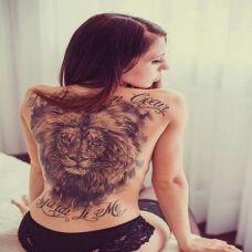 女生满背狮子纹身图片