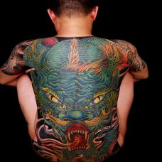 霸气的满背青龙纹身图片