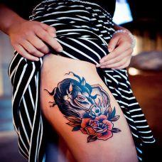 女生大腿马纹身图案