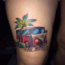 腿部彩色卡通汽车纹身图案