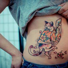 另类个性艺妓猫腹部纹身图案