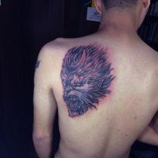 背部怒吼的孙悟空纹身图案