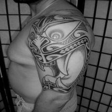 大臂复古雅玛图腾纹身图片