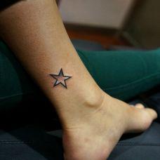脚踝一颗星星纹身图案